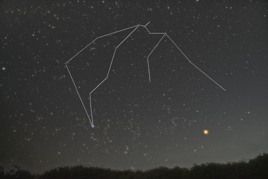 2018年10月08日22時06分44秒に一眼レフカメラとズームレンズ撮影した水瓶座(みずがめ座)の星座線入り星空写真(新星景写真)です。