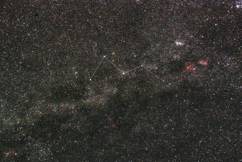 2018年11月10日21時58分00秒から一眼レフとズームレンズで撮影してカシオペア座付近の星座線入り星野写真を作成しました。