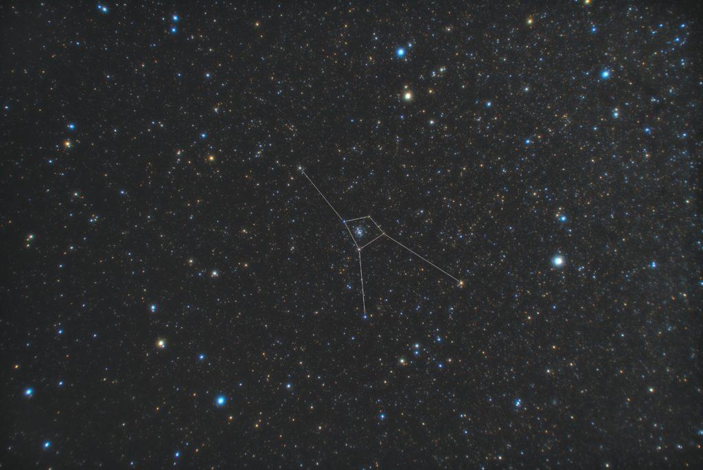 一眼レフカメラとカメラレンズで撮影したかに座(蟹座)の星座線入り星野写真(星空写真)です。撮影日時は2018年12月11日02時40分27秒から。