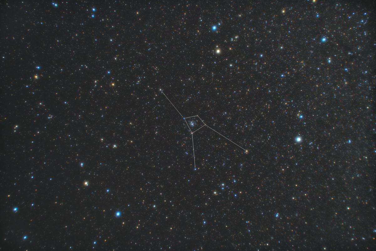 かに座(蟹座)の星座線入り星野写真(星空写真)です。撮影日時は2018年12月11日02時40分27秒から。PENTAX KP/TAMRON AF18-200mm F3.5-6.3 XR DiII/プロソフトンA/フルサイズ換算27㎜(トリミングあり)/ISO3200/露出2分/F4.5/15枚を加算平均コンポジット/ダーク減算なし/ソフトビニングフラット補正です。