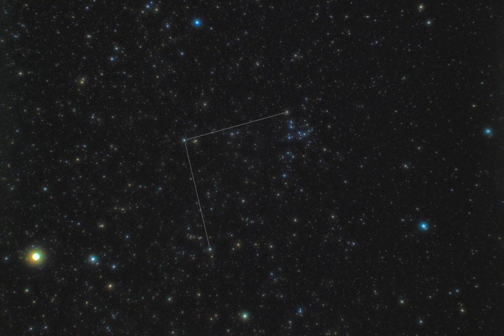 一眼カメラとカメラレンズで撮影した「かみのけ座」(髪座)の星座線入り星野写真(星空写真)です。撮影日時は2019年05月04日00時05分00秒から。