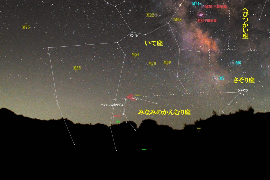 一眼カメラとカメラレンズで撮影したみなみのかんむり座(南の冠座)付近の天体の位置がわかる写真星図です。季節は夏でメシエはなし。メジャーなのは反射星雲の天空の果実(NGC6726・NGC6727・NGC6729・IC4812)です。球状星団はNGC6541で惑星状星雲はIC1297、銀河はNGC6768とIC4808です。