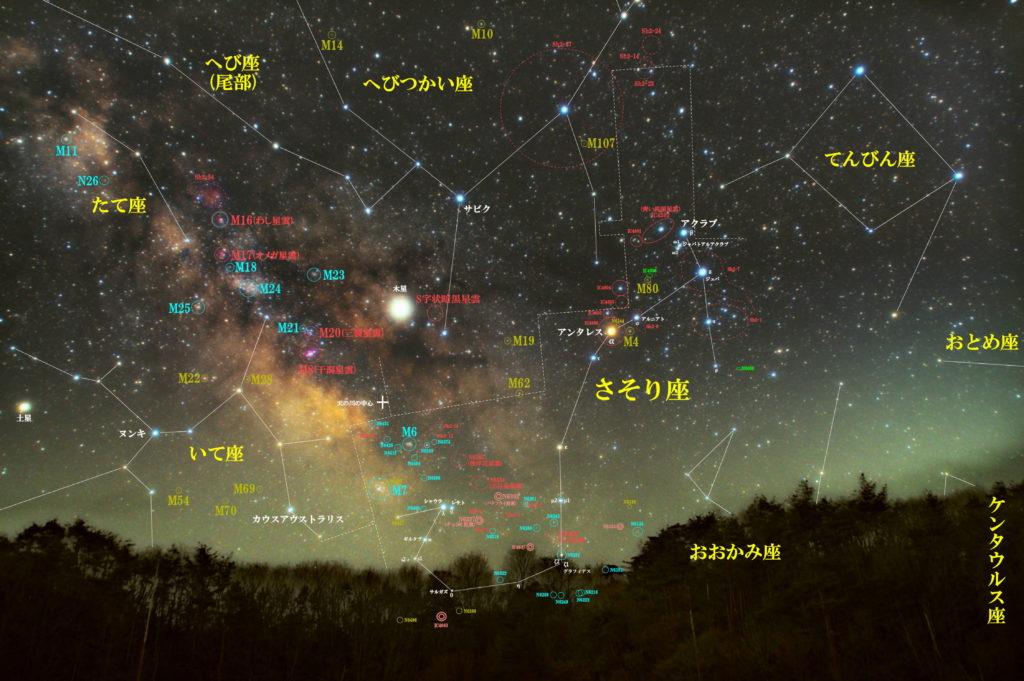 一眼カメラとカメラレンズで撮影した蠍座(さそり座)付近の天体の位置がわかる写真星図です。季節は夏でメシエは球状星団はM4とM80で散開星団はM6とM7。散光星雲のIC4592(青い馬頭星雲)+IC4601|アンタレス周辺(IC4606+IC4605+Sh2-9+IC4603+IC4604)|Sh2-7+Sh2-1|NGC6357(彼岸花星雲)+NGC6334(出目金星雲)|IC4628(えび星雲)と惑星状星雲のNGC6302(バタフライ星雲)とNGC6337(チェリオ星雲)が有名。