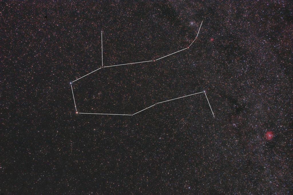 CANON EOS KISS X2 IRカットレス改造/TAMRON ズームレンズ AF28-300mm F3.5-6.3 ASPHERICAL XR LC/フルサイズ換算42㎜/ISO1600/F5.6/露出2分/7枚加算平均コンポジット/ダーク減算なし/ソフトビニングフラット補正をした2018年11月11日01月06日19秒から撮影したふたご座(双子座)の星座線入り星野写真(星空写真)です。