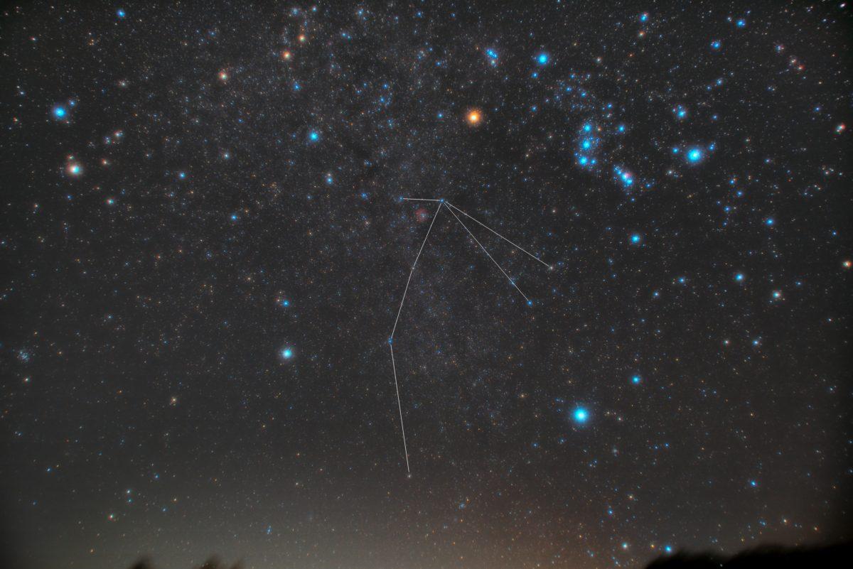 いっかくじゅう座(一角獣座)の星座線入り星野写真(星空写真)です。撮影日時は2018年11月11日00時25分07秒から。PENTAX KP/TAMRON AF18-200mm F3.5-6.3 XR DiII/プロソフトンA/フルサイズ換算27㎜/ISO1600/露出120秒/F4.5/11枚を加算平均コンポジット/ダーク減算なし/ソフトビニングフラット補正です。