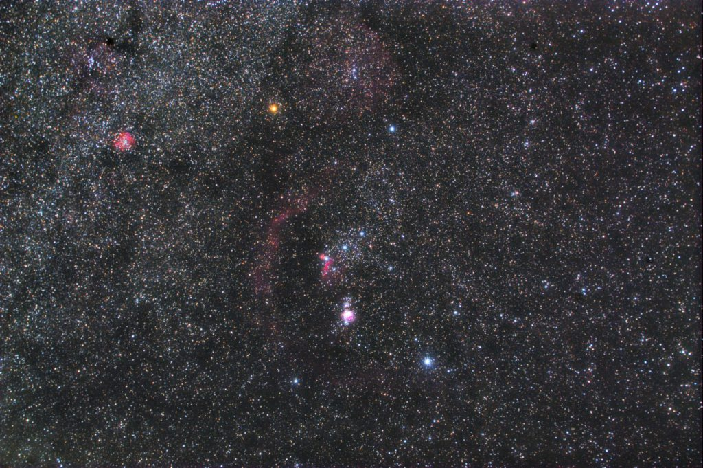 オリオン座の星座線なし星野写真(星空写真)です。撮影日は2018年11月10日23時35分20秒~で、一眼レフカメラ(CANON EOS KISS X2 IRカットレス改造)/カメラレンズ(TAMRON ズームレンズ AF28-300mm F3.5-6.3 ASPHERICAL XR LC)/フルサイズ換算42㎜/ISO1600/F5.6/露出4分/16枚を加算平均コンポジット/ダーク減算なし/ソフトビニングフラット補正です。