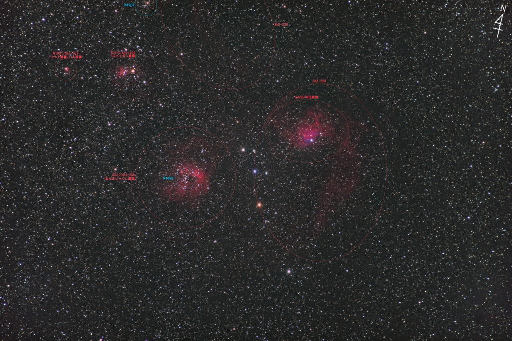 一眼レフカメラとズームレンズで撮影したぎょしゃ座のIC410(Sh2-236)おたまじゃくし星雲(左)とIC405(Sh2-229)勾玉星雲(右)周辺の焦点距離約330mmの写真星図です。