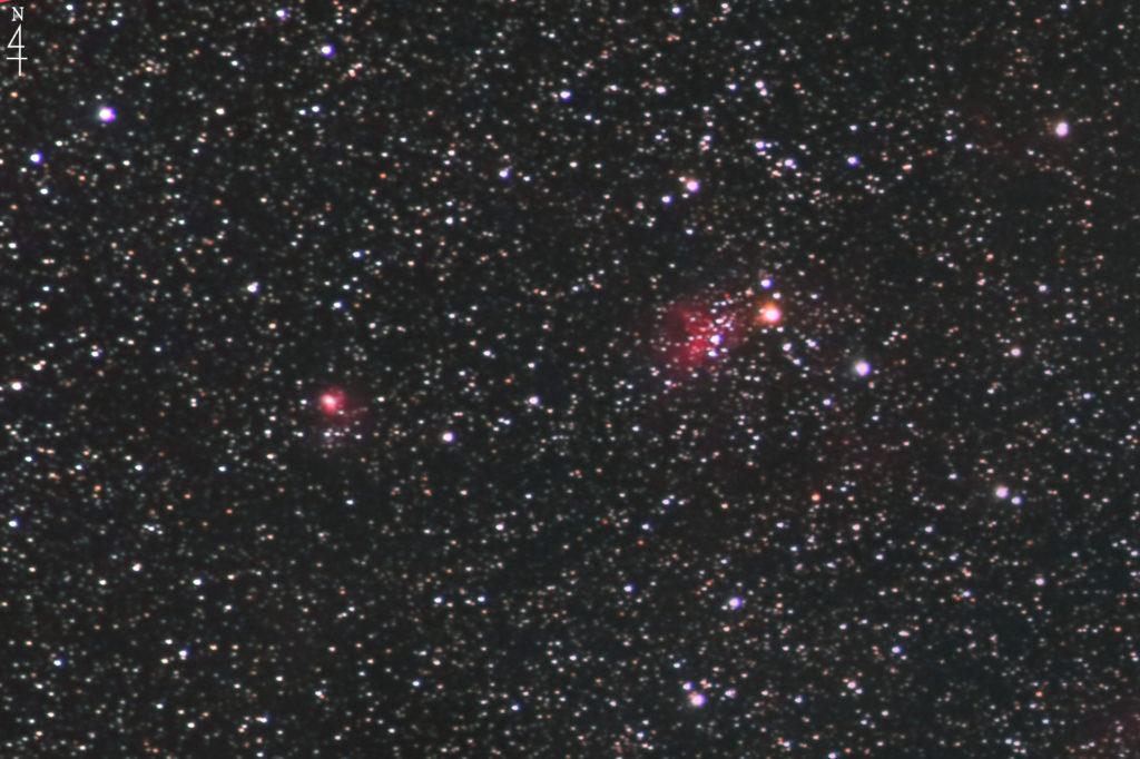 2020年10月21日00時08分28秒からシグマのズームレンズ「APO70-200mm F2.8 EX DG OS HSM」とCANONの一眼レフカメラのEOS KISS X2の赤外線改造カメラでISO1600/F2.8/露出2分で撮影して35枚を加算平均コンポジットしたフルサイズ換算約993mmの【左】NGC1931(フライ星雲)と【右】IC417(Sh2-234)スパイダー星雲の天体写真です。
