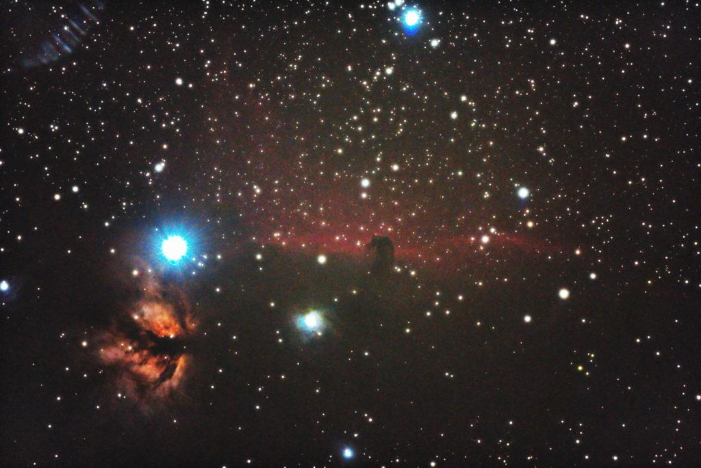 口径15.2cm反射望遠鏡(LXD-55)/F5/PENTAX-KP/ISO25600/カメラダーク/ソフトビニングフラット補正/露出20秒×31枚を加算平均コンポジットした2017年09月26日03時55分34秒から撮影した中央:IC434(馬頭星雲)と左下:NGC2024(燃える木)と中央下:NGC2023。
