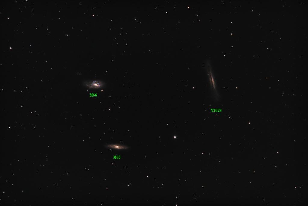 口径15.2cm反射望遠鏡(LXD-55)/F5/PENTAX-KP/ISO25600/ダーク減算なし/ソフトビニングフラット補正/リアレゾOFF/露出30秒×114枚を加算平均コンポジットした2018年04月18日21時07分51秒から撮影したしし座の三つ子銀河(M65-M66-NGC3628)の天体写真です。
