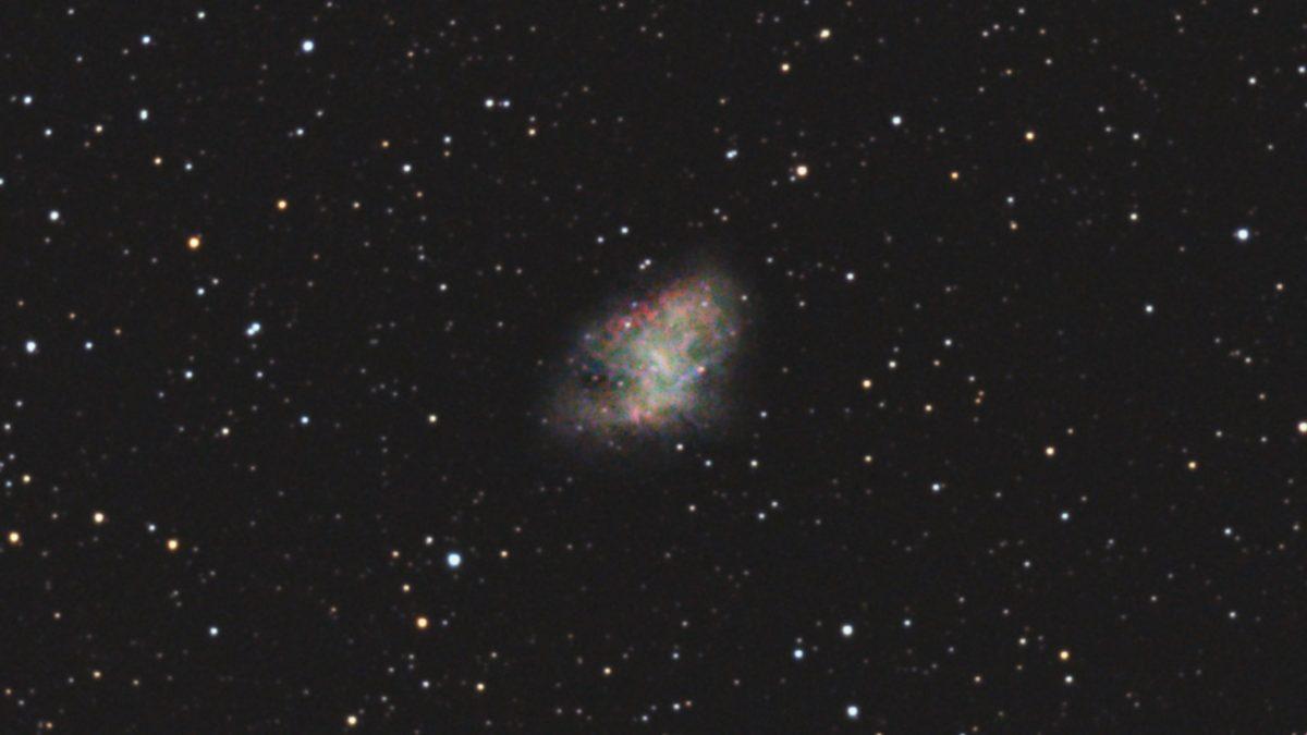 口径15.2cm反射望遠鏡(LXD-55)/F5/PENTAX-KP/ISO25600/ダーク減算なし/ソフトビニングフラット補正/リアレゾOFF/露出20秒×15枚を加算平均コンポジットした2017年11月15日23時20分35秒から撮影したM1(かに星雲)のメシエ天体写真です。
