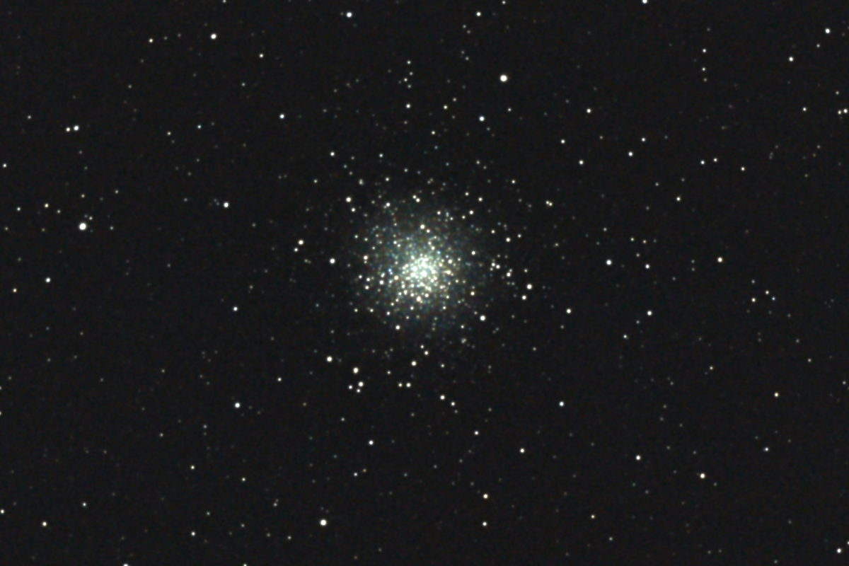 口径15.2cm反射望遠鏡(LXD-55)/F5/PENTAX-KP/ISO25600/カメラのダーク処理/ソフトビニングフラット補正/露出20秒×9枚を加算平均コンポジットした2017年04月24日03時39分50秒から撮影したM10(球状星団)のメシエ天体写真です。