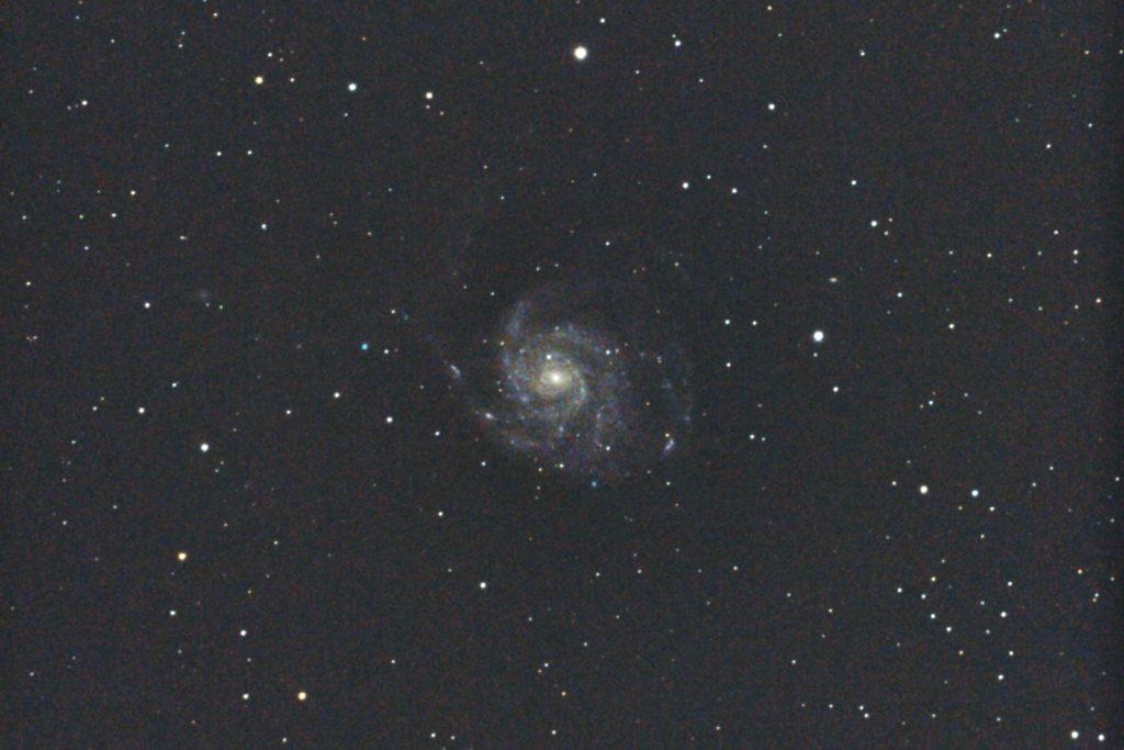 """""""口径15.2cm反射望遠鏡LXD55/CANON EOS KISS X7i/カメラのダーク処理/ソフトビニングフラット補正/ISO6400で露出30秒を10枚加算平均コンポジットした2017年01月04日02時45分32秒から撮影したM101(回転花火銀河)のメシエ天体写真です。"""