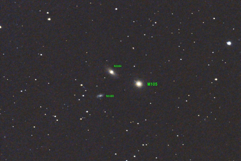 口径15.2cm反射望遠鏡LXD55/F5/EOS KISS X7i/ISO6400/カメラのダーク処理/ソフトビニングフラット補正/露出45秒×5枚を加算平均コンポジットした2017年04月30日22時37分39秒から撮影したM105(中央右)、NGC3384(中央左上)、NGC3389(中央左下)の天体写真です。