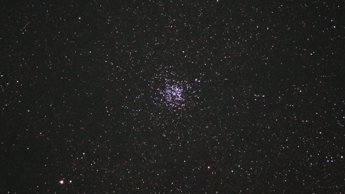口径15.2cm反射望遠鏡(LXD-55)/F5/PENTAX-KP/ISO25600/カメラダーク/疑似フラット/露出15秒×5枚を加算平均コンポジットした2017年08月23日00時54分09秒から撮影したM11の天体写真です。