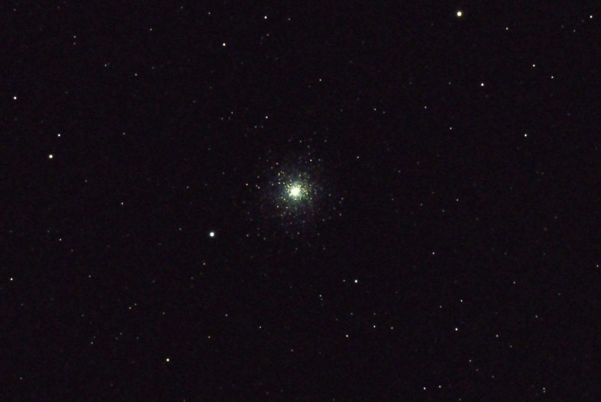 口径15.2cm反射望遠鏡(LXD-55)/F5/PENTAX-KP/ISO25600/カメラのダーク減算処理/ソフトビニングフラット補正/露出8秒×7枚を加算平均コンポジットした2017年08月23日02時17分55秒から撮影したM15(球状星団)のメシエ天体写真です。