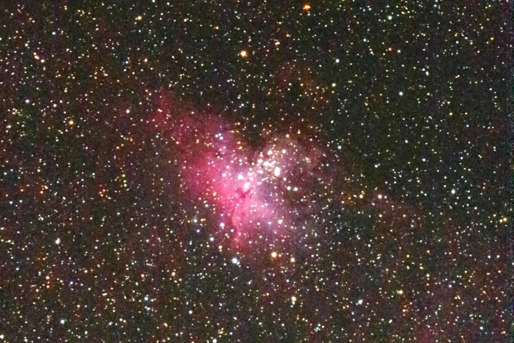 口径15.2cm/F5/EOS KISS X7i/ISO6400/dark1/flat32/露出45秒×5枚を加算平均コンポジットしたM16(わし星雲)の写真です。