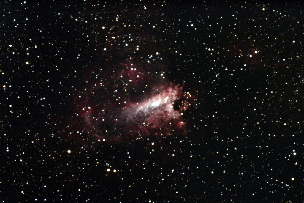 M17(オメガ星団)のメシエ天体写真です。口径25cm反射望遠鏡(whity dob)直焦点、ISO12800で露出58秒を5枚加算平均コンポジット。canon_eos_kiss_x7i。