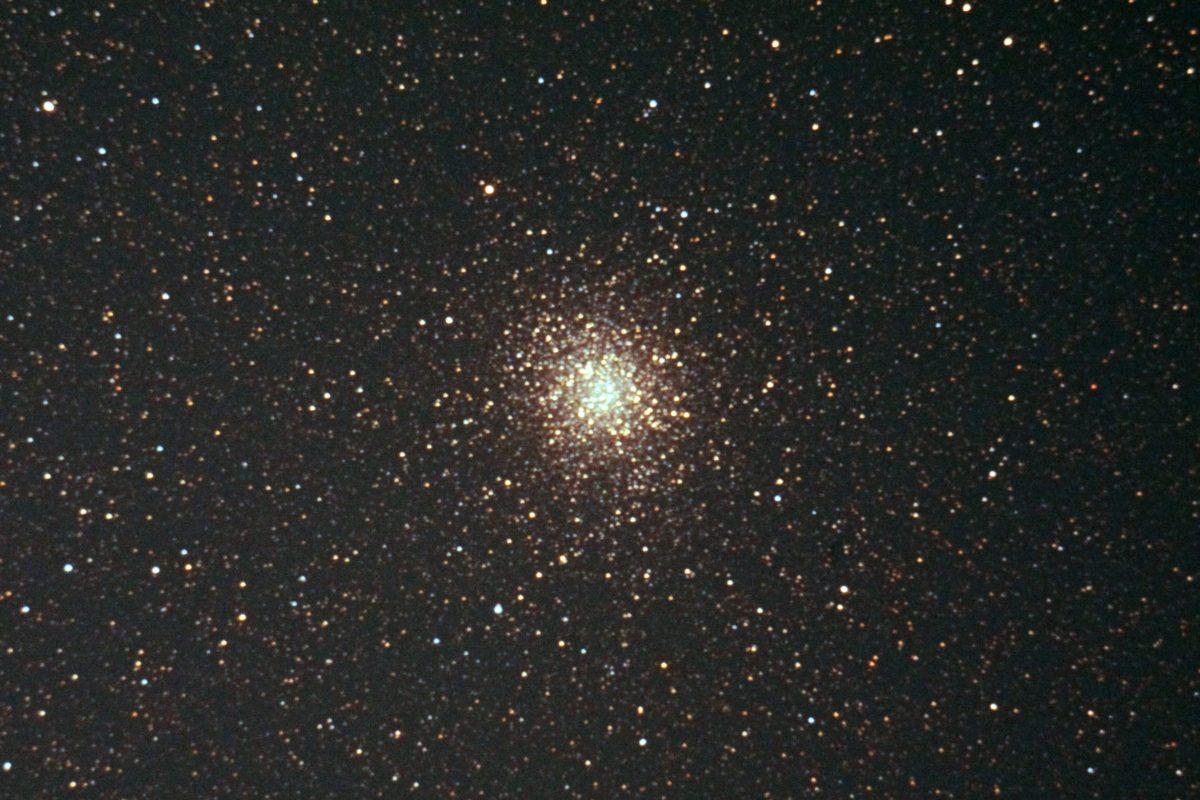 M22の天体写真(口径20cm反射望遠鏡/F5/EOS KISS X2/ISO1600/dark1/flat0/露出180秒×1枚)
