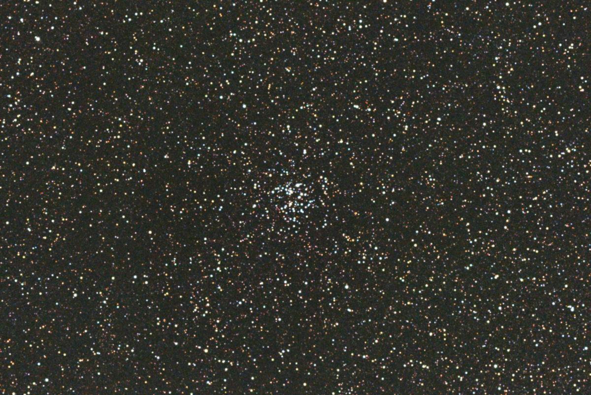 口径15.2cm反射望遠鏡(LXD-55)/F5/PENTAX-KP/ISO25600/カメラのダーク減算/ソフトビニングフラット補正/リアレゾoff/露出4秒×31枚を加算平均コンポジットした2017年08月30日22時07分05秒から撮影したM26(散開星団)のメシエ天体写真です。