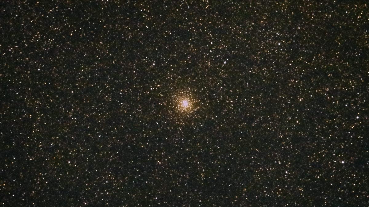 口径15.2cm反射望遠鏡(LXD-55)/F5/PENTAX-KP/ISO25600/カメラダーク/疑似フラット/露出15秒×11枚を加算平均コンポジットした2017年08月22日21時35分03秒から撮影したM28の天体写真です。