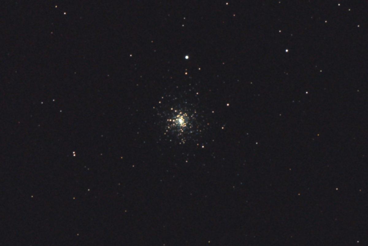 口径15.2cm反射望遠鏡(LXD-55)/F5/PENTAX-KP/ISO25600/カメラダーク/ソフトビニングフラット/露出8秒×13枚を加算平均コンポジットした2017年08月23日01時17分23秒から撮影したM30の天体写真です。