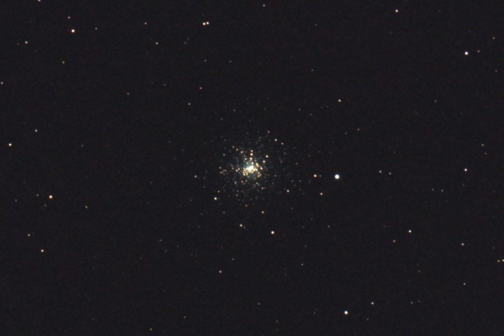 口径15.2cm反射望遠鏡(LXD-55)/F5/PENTAX-KP/ISO25600/カメラダーク/ソフトビニングフラット/露出8秒×13枚を加算平均コンポジットした2017年08月23日01時17分23秒から撮影したM30の天体写真です