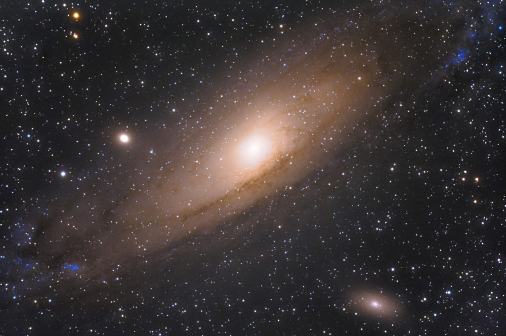 2019年10月06日22時46分35秒から15.2cmF5の反射望遠鏡ミードLXD-55とリコーの一眼レフカメラPENTAX-KPでISO51200/露出30秒で撮影して116枚を加算平均コンポジットしたフルサイズ換算約1294mmのM31(アンドロメダ銀河)のメシエ天体写真です。
