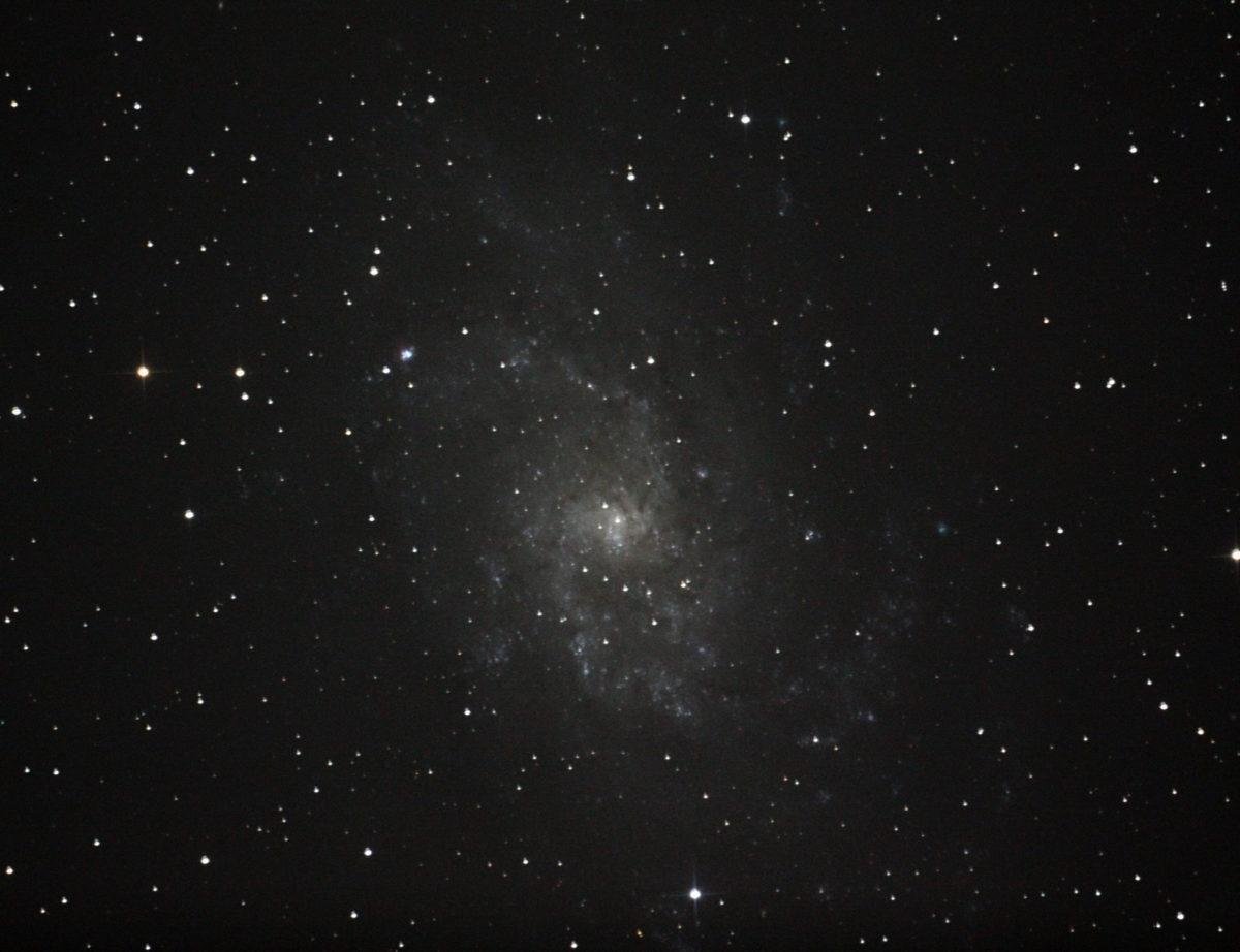 口径25cm/f4.8/EOS KISS x2/ISO1600/露出240秒×2枚を加算平均コンポジットしたM33(さんかく座銀河)の写真です。