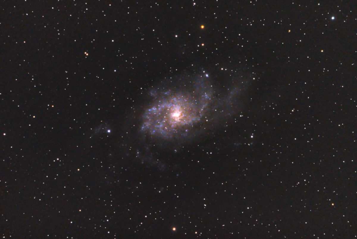 口径15.2cm反射望遠鏡(LXD-55)/F5/PENTAX-KP/ISO25600/カメラダーク/ソフトビニングフラット補正/露出20秒×30枚を加算平均コンポジットした2017年09月24日21時12分36秒から撮影したM33(さんかく座銀河)のメシエ天体写真です。