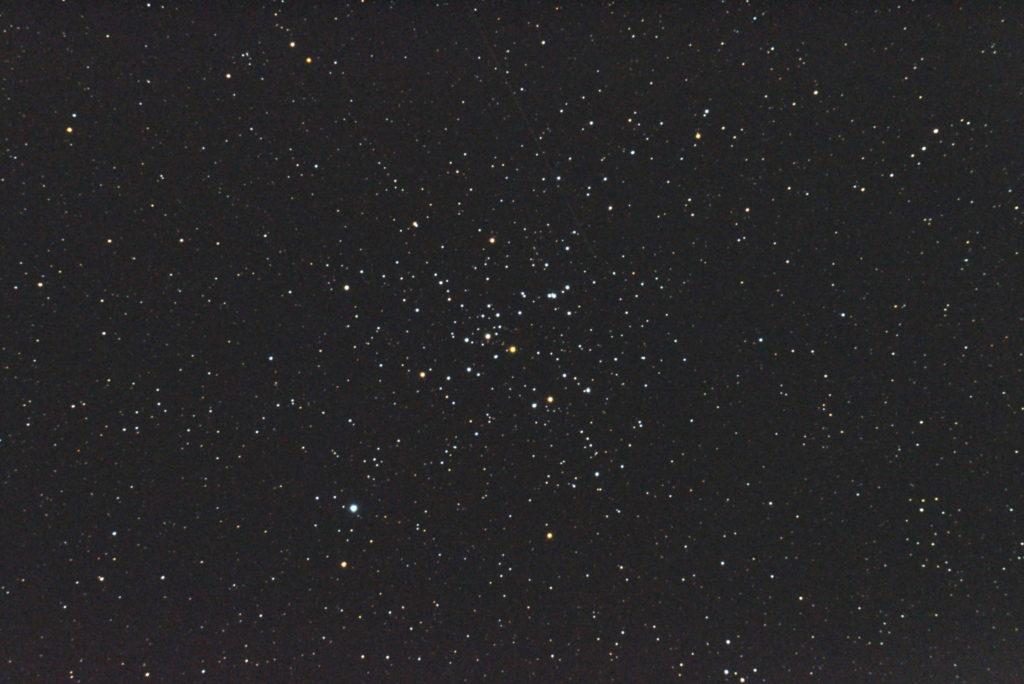 2017年09月19日03時22分43秒から反射望遠鏡のミードLXD-55FとリコーPENTAX-KPでISO25600/露出3秒で撮影して32枚を加算平均コンポジットしたM41(散開星団)のメシエ天体写真です。