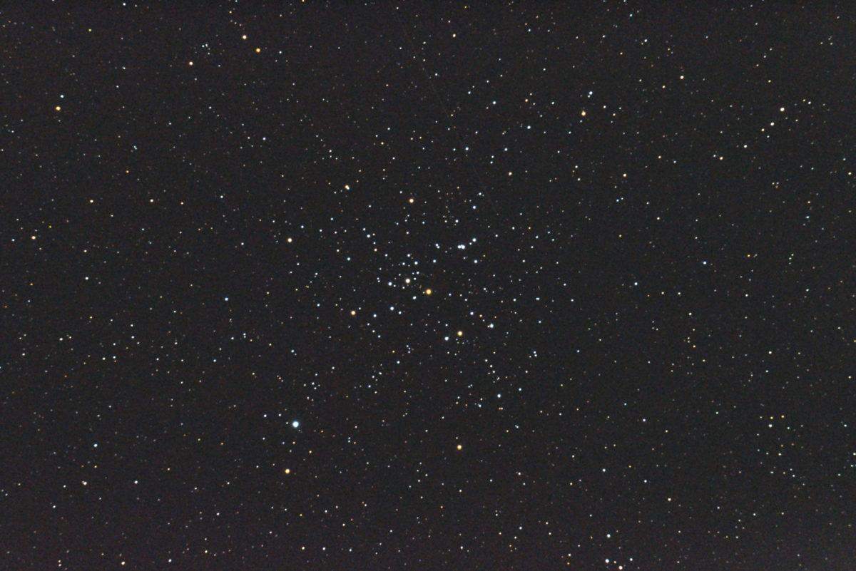 口径15.2cm反射望遠鏡(LXD-55)/F5/PENTAX-KP/ISO25600/露出3秒×32枚を加算平均コンポジットした2017年09月19日03時22分43秒から撮影したM41(散開星団)のメシエ天体写真です。