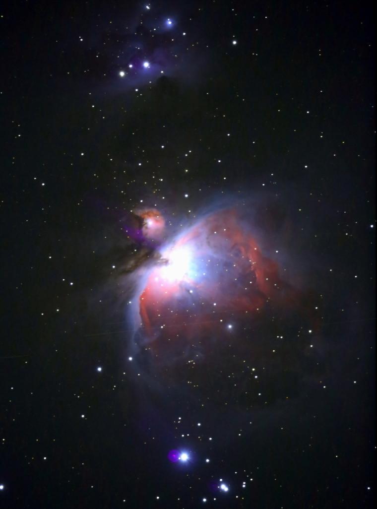 ISO6400で露出45秒を5枚加算平均コンポジットしたM42(オリオン大星雲)の写真です。