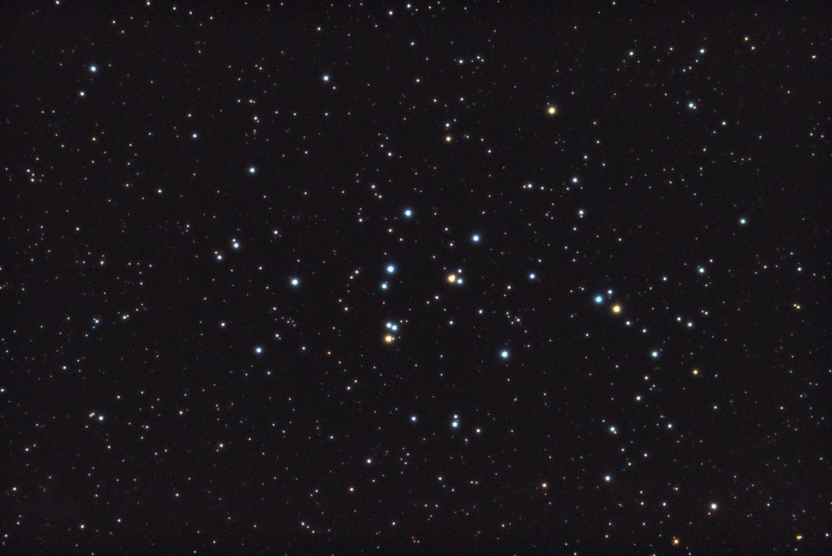口径15.2cm反射望遠鏡(LXD-55)/F5/PENTAX-KP/ISO51200/露出10秒×32枚を加算平均コンポジット/カメラのダーク/ソフトビニングフラット補正/リアレゾOFF/2017年10月27日03時25分21秒から撮影したM44(プレセペ星団)のメシエ天体写真です。