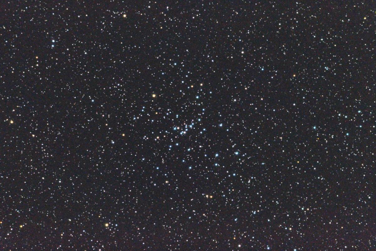 口径15.2cm反射望遠鏡(LXD-55)/F5/PENTAX-KP/ISO51200/カメラダーク/ソフトビニングフラット補正/露出10秒×26枚を加算平均コンポジットした2017年10月27日03時07分04秒から撮影したM48のメシエ天体写真です。