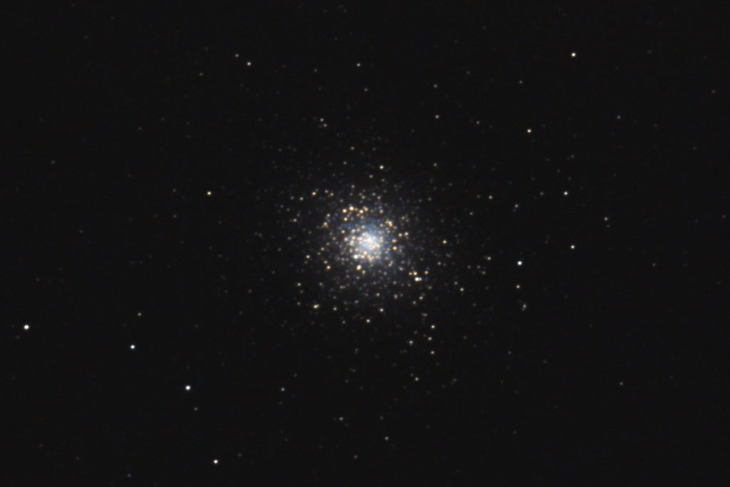 2017年01月04日04時15分48秒から15.2cmF5の反射望遠鏡「ミードLXD-55」とリコーの一眼レフカメラPENTAX-KPでISO12800/露出30秒で撮影して101枚を加算平均コンポジットしたフルサイズ換算約3464mmのM5(球状星団)のメシエ天体写真です。