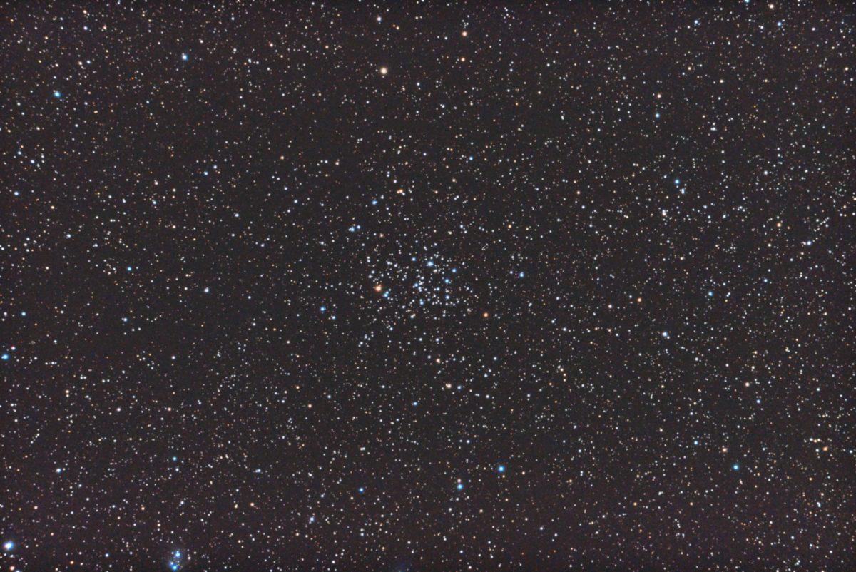 口径15.2cm反射望遠鏡(LXD-55)/F5/PENTAX-KP/ISO51200/カメラダーク/ソフトビニングフラット補正/露出10秒×30枚を加算平均コンポジットした2017年10月27日02時13分57秒から撮影したM50のメシエ天体写真です。