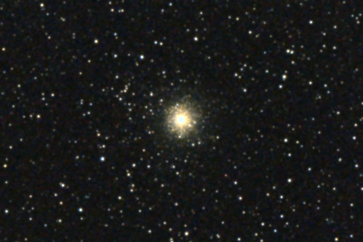 口径15.2cm反射望遠鏡(LXD-55)/F5/PENTAX-KP/ISO25600/カメラダーク/ソフトビニングフラット補正/露出15秒×10枚を加算平均コンポジットした2017年08月22日22時24分46秒から撮影したM54の天体写真です。