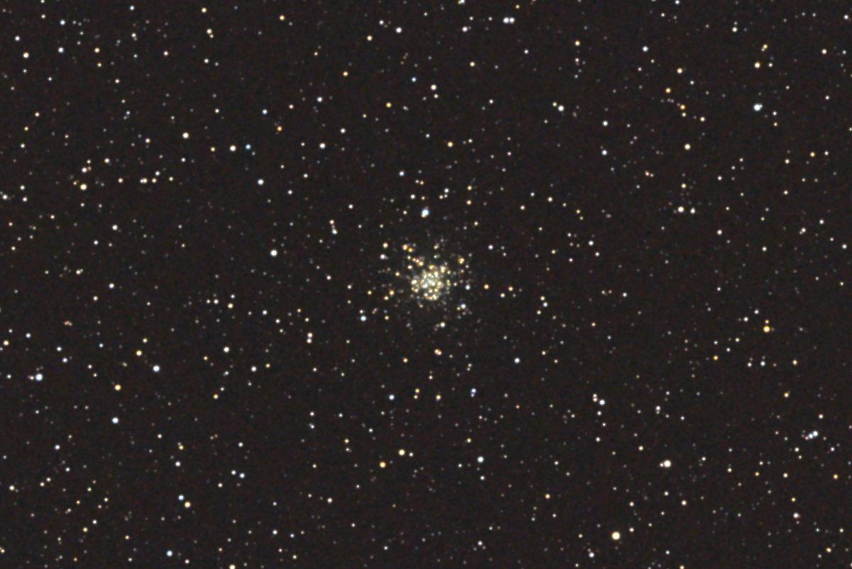 口径15.2cm反射望遠鏡(LXD-55)/F5/PENTAX-KP/ISO25600/カメラダーク/ソフトビニングフラット補正/露出15秒×7を枚加算平均コンポジットした2017年08月19日00時20分00秒から撮影したM56の天体写真です。