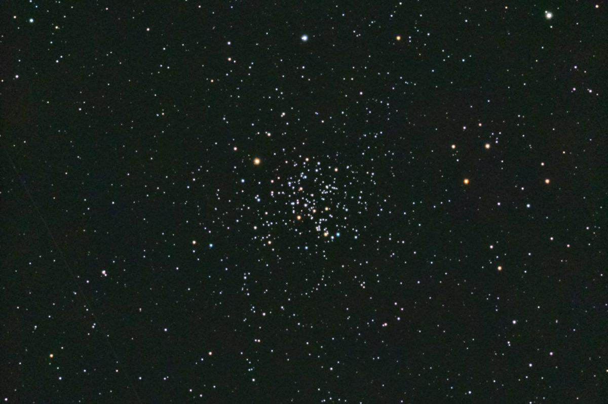 口径15.2cm反射望遠鏡(LXD-55)/F5/PENTAX-KP/ISO51200/カメラダーク/フラットエイドでフラット/露出10秒×31枚を加算平均コンポジットした2017年10月27日03時43分39秒から撮影したM67のメシエ天体写真です。サイズ:は3912×2600