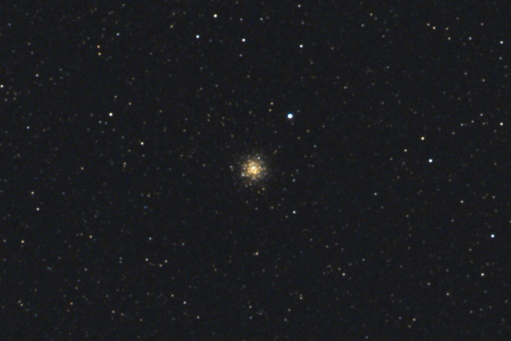 口径15.2cm反射望遠鏡(LXD-55)/F5/PENTAX-KP/ISO25600/カメラダーク/ソフトビニングフラット補正/露出3秒×32枚を加算平均コンポジットした2017年09月24日19時55分43秒から撮影したM69のメシエ天体写真です
