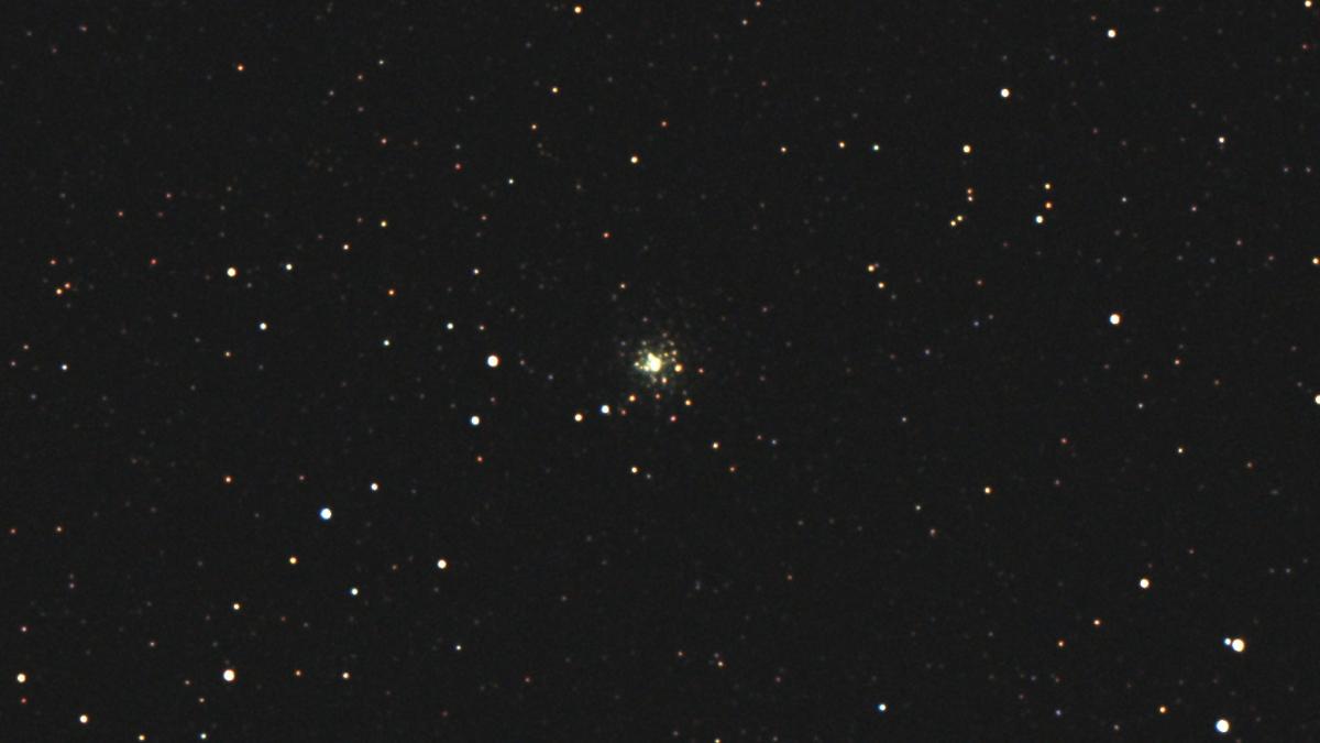 口径15.2cm反射望遠鏡(LXD-55)/F5/PENTAX-KP/ISO25600/カメラダーク/フラットエイドでフラット/露出3秒×30枚を加算平均コンポジットした2017年09月24日19時43分48秒から撮影したM70(球状星団)のメシエ天体写真です。