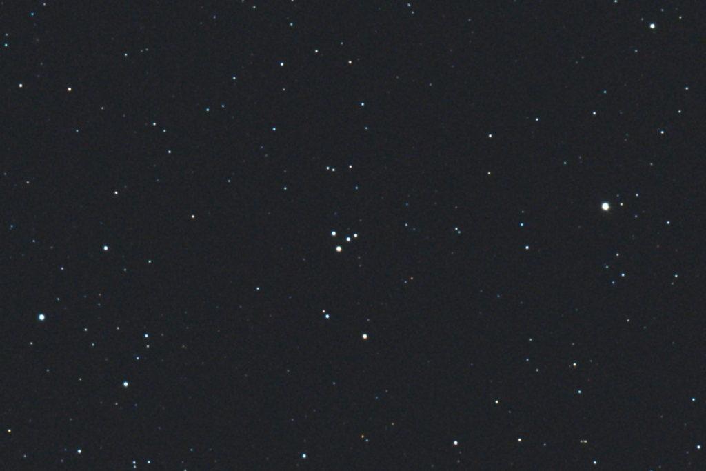 口径15.2cm反射望遠鏡(LXD-55)/F5/PENTAX-KP/ISO25600/カメラダーク/ソフトビニングフラット補正/露出5秒×32枚を加算平均コンポジットした2017年09月24日20時43分37秒から撮影したM73(散開星団)のメシエ天体写真です。