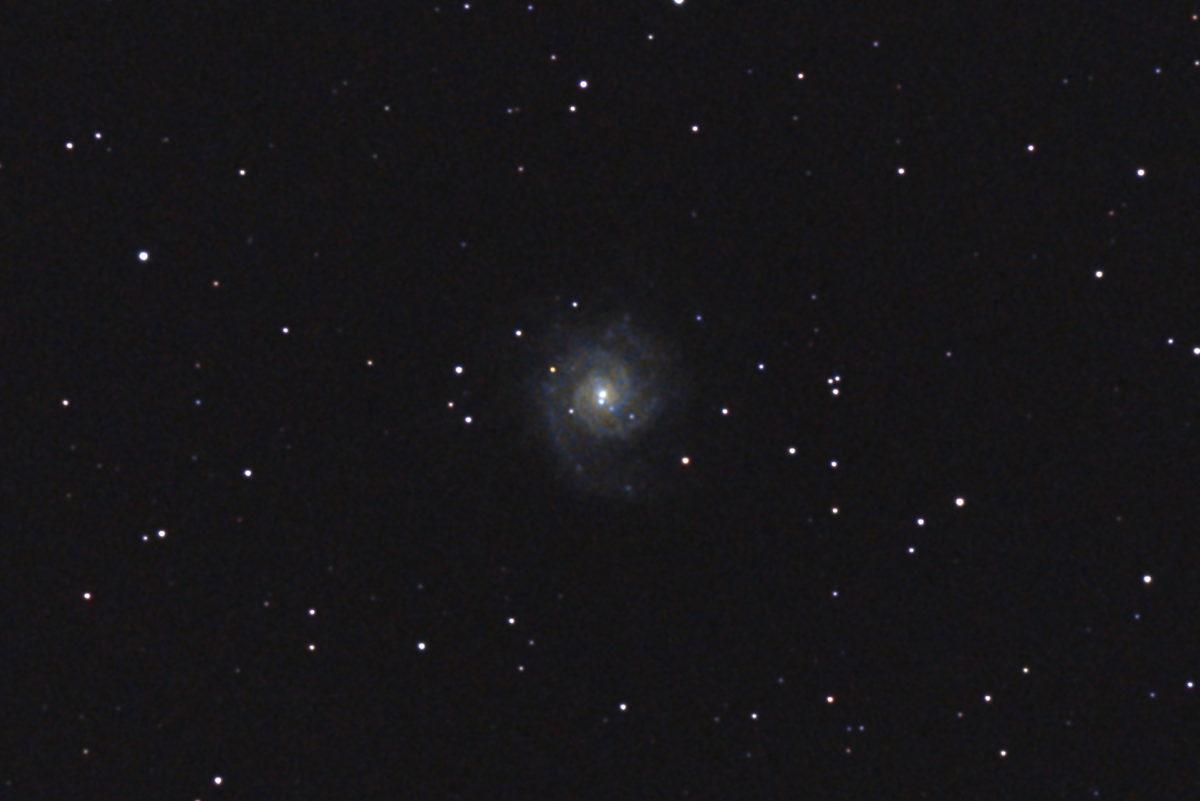 口径15.2cm反射望遠鏡(LXD-55)/F5/PENTAX-KP/ISO25600/カメラダーク/ソフトビニングフラット補正/露出15秒×23枚を加算平均コンポジットした2017年09月19日02時04分46秒から撮影したM74のメシエ天体写真です。