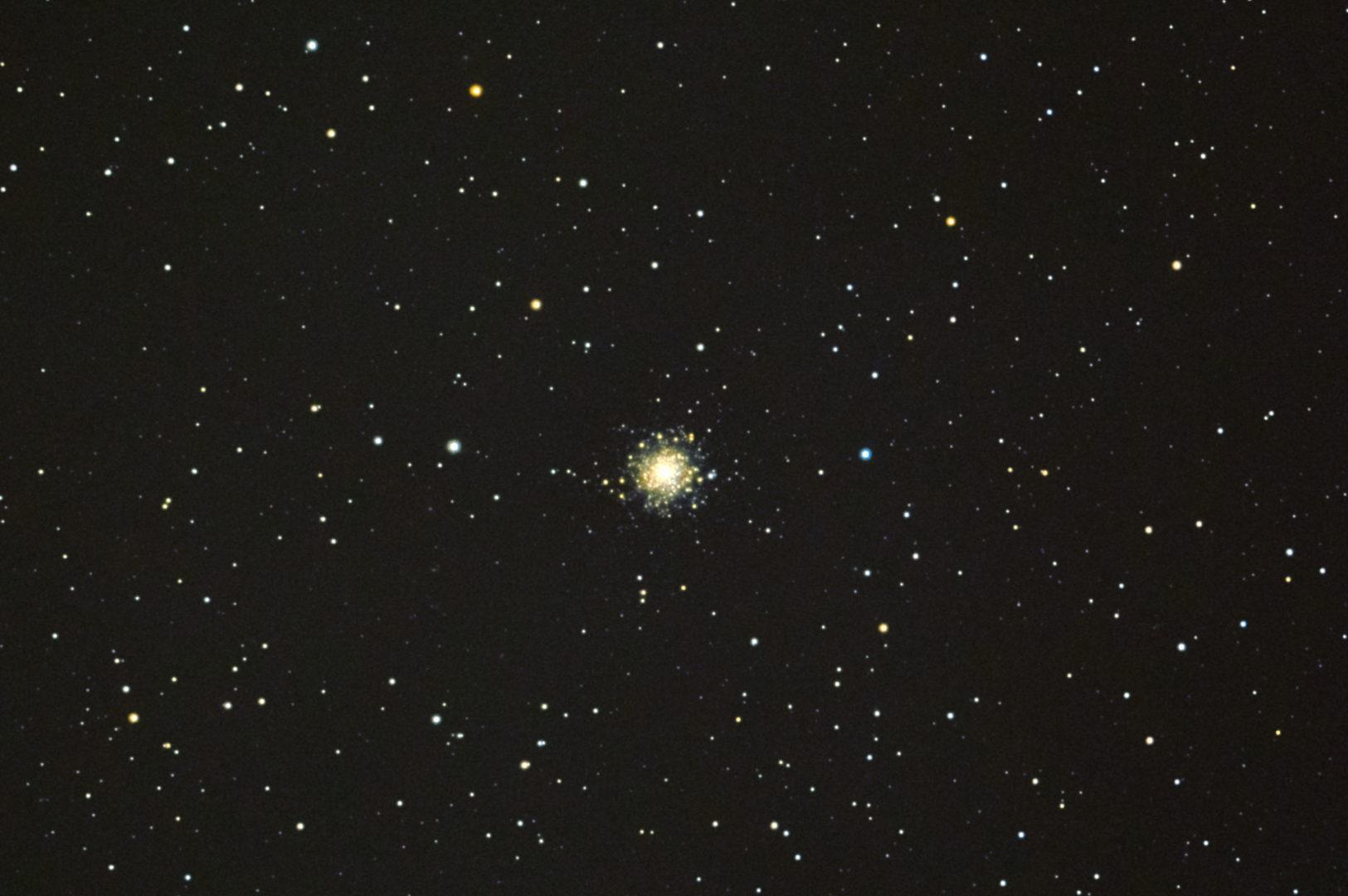 口径15.2cm反射望遠鏡(LXD-55)/F5/PENTAX-KP/ISO51200/カメラダーク/フラットエイドでフラット/露出10秒×30枚を加算平均コンポジットした2017年10月27日01時24分12秒から撮影したM79の天体写真です。