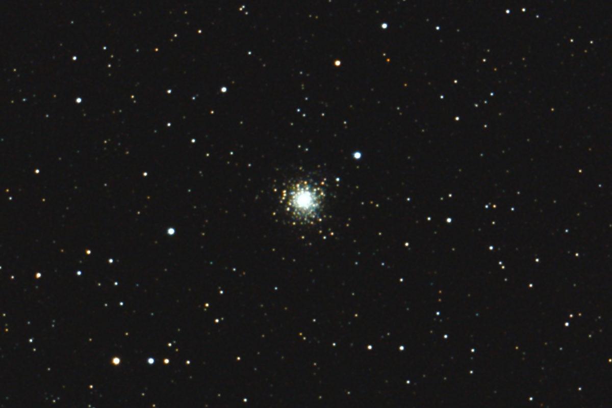 口径15.2cm反射望遠鏡LXD55/f5/EOS KISS x7i/ISO25600/露出20秒×10枚を加算平均コンポジットした2017年04月24日02時37分57秒から撮影のM80の写真です。