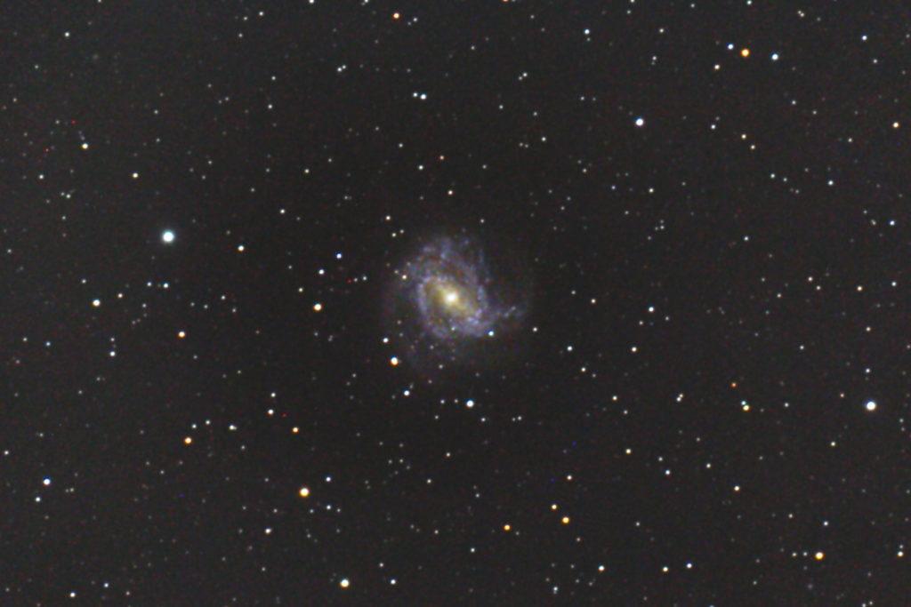 口径25cm/f4.8/EOS KISS x2/ISO1600/露出300秒×5枚を加算平均コンポジットした2013年05月08日23時25分53秒からのM83(南の回転花火銀河)の写真です。