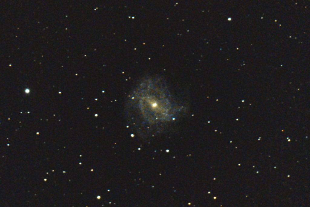 口径15cm/f5/EOS KISS x7i/ISO25600/露出20秒×10枚を加算平均コンポジットした2017年04月23日23時23分52秒に撮影のM83(南の回転花火銀河)の写真です。