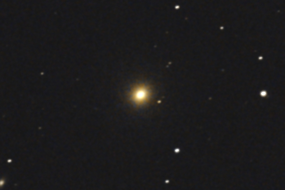 2017年01月04日04時36分24秒からミードの口径15.2cmF5の反射望遠鏡LXD55とキャノンのEOS KISS x7iでISO6400/露出30秒で撮影して10枚を加算平均コンポジットしたフルサイズ換算約6876mmのM84のメシエ天体写真です。