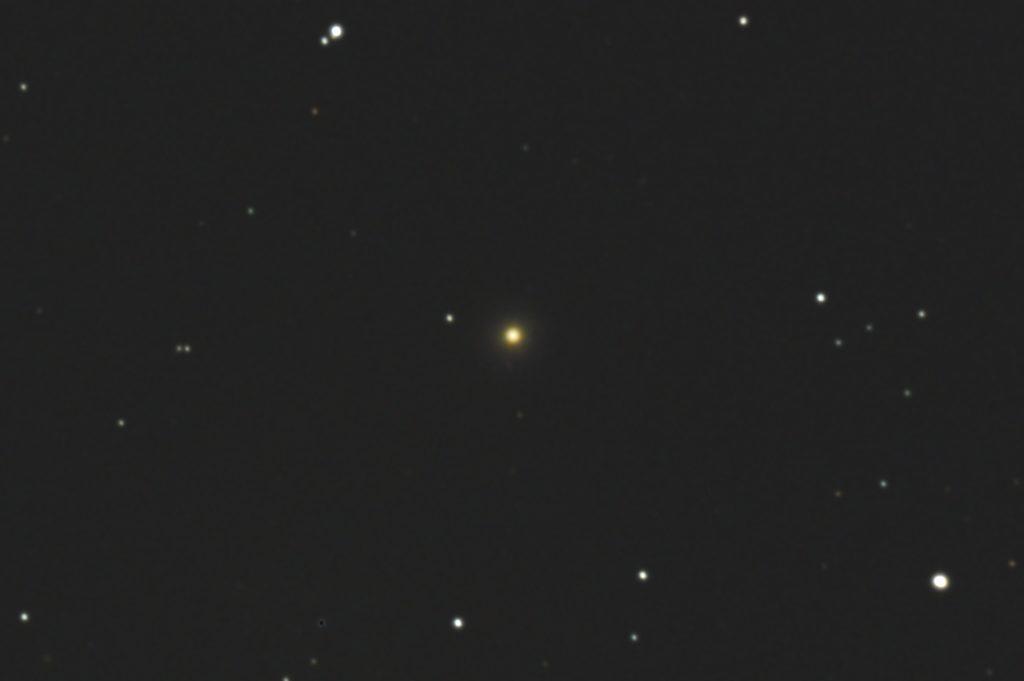 2017年05月01日00時37分からケンコーの口径20cmF5の反射望遠鏡NEW Sky Explorer SE200Nとキャノンの一眼レフカメラEOS KISS X2でISO1600/露出180秒をjpeg1枚で撮影したフルサイズ換算約4563mmのM89のメシエ天体写真です。
